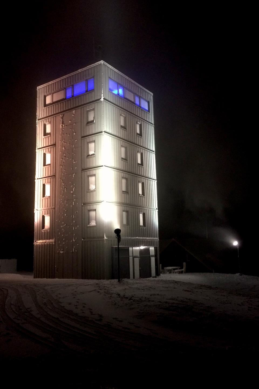 Fernmeldeturm auf dem Großen Inselberg bei Nacht